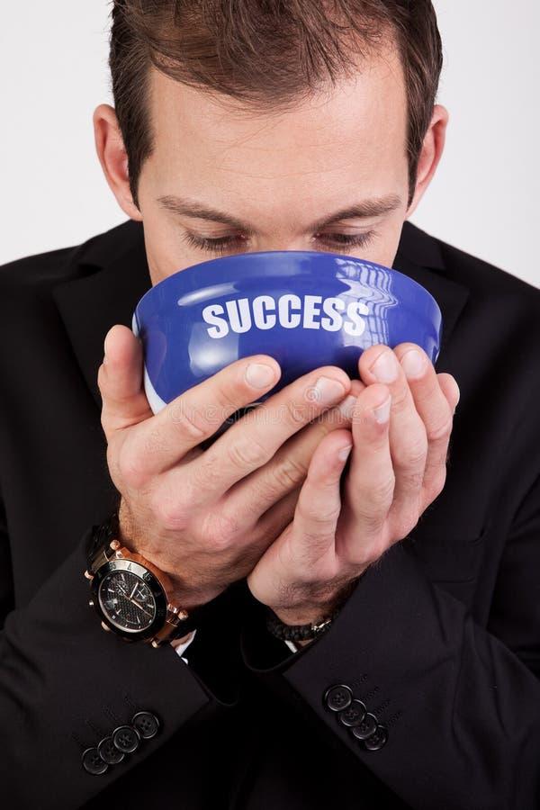 Geschäftsmann, der Erfolg genießt lizenzfreie stockbilder