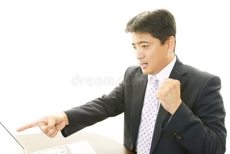 Geschäftsmann, der Erfolg genießt lizenzfreie stockfotografie