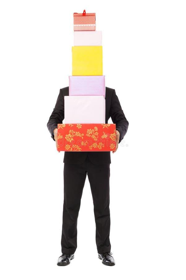 Geschäftsmann, der Geschenkboxen hält Lokalisiert auf Weiß stockbild