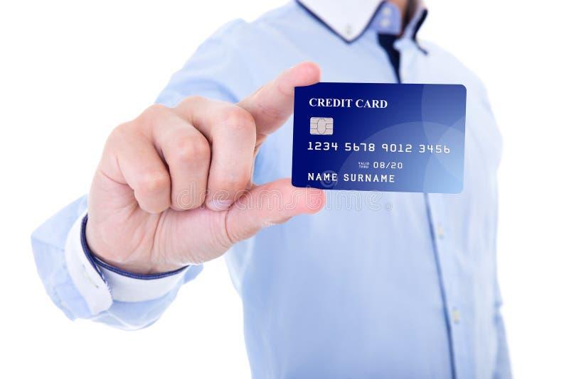 Geschäftsmann, der Kreditkarte lokalisiert auf Weiß hält stockbild