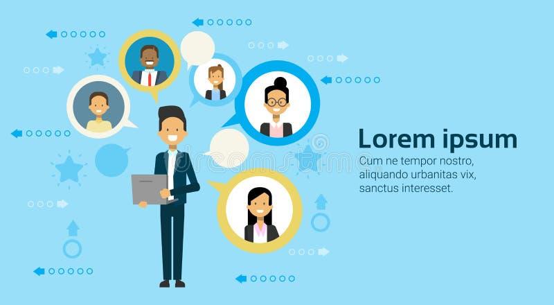 Geschäftsmann, der Laptop-Computer Vernetzung mit Wirtschaftlern Team Communication Concept verwendet vektor abbildung