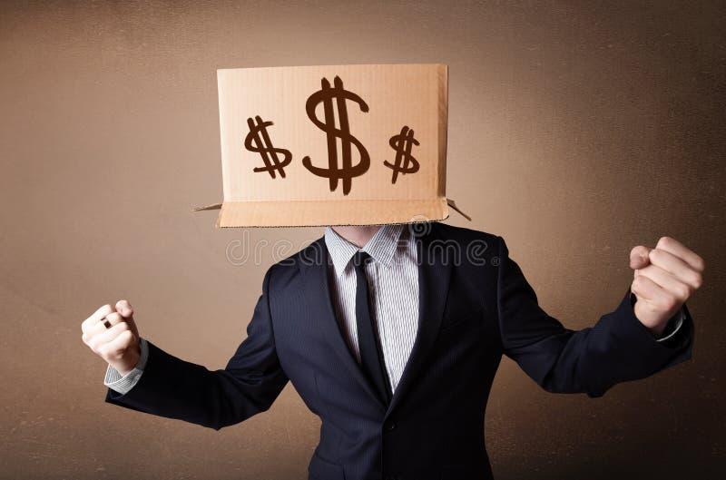 Geschäftsmann, der mit einer Pappschachtel auf seinem Kopf mit Dollarzeichen gestikuliert stockbilder