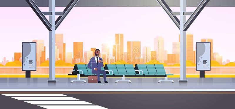 Geschäftsmann, der modernen Bushaltestelle-Afroamerikaner-Geschäftsmann mit dem Koffer wartet öffentliche Transportmittel auf Flu vektor abbildung