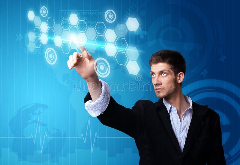 Geschäftsmann, der an moderner Technologie arbeitet stockfotos