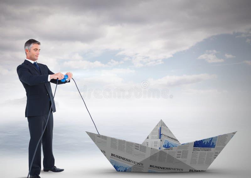 Geschäftsmann, der Papierboot zieht stockfotos
