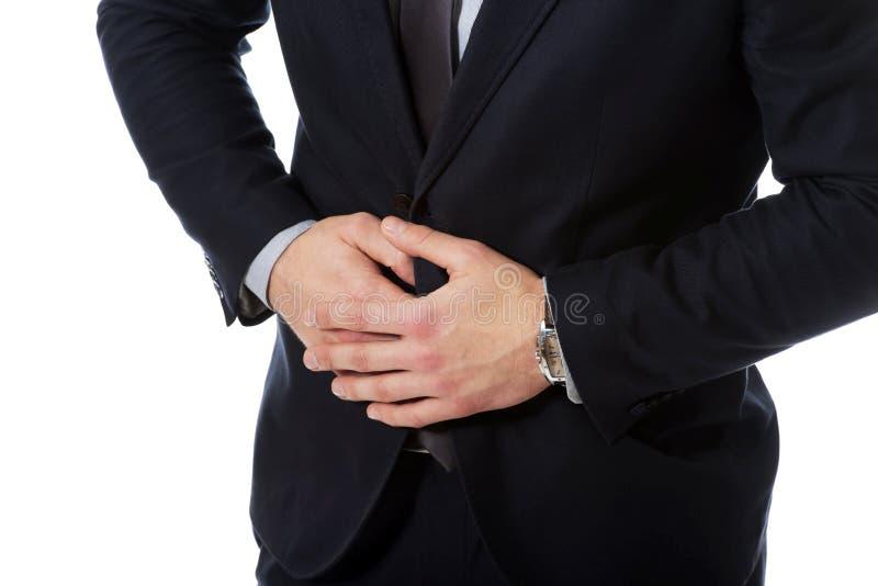 Geschäftsmann, der unter Magenschmerzen leidet stockfotos