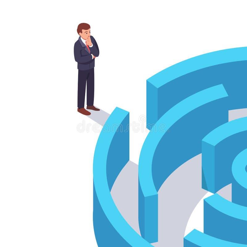 Geschäftsmann, der vor dem Labyrinth steht lizenzfreie abbildung