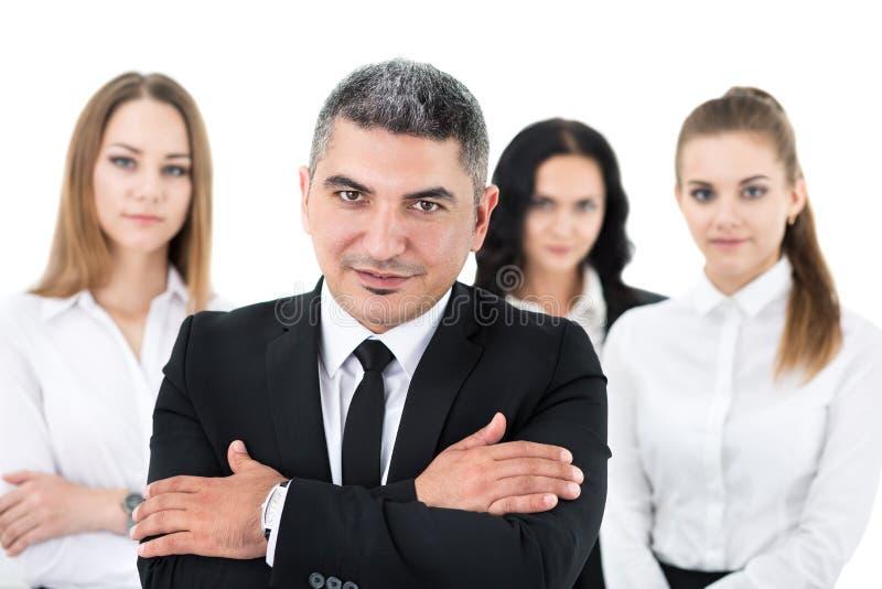 Geschäftsmann, der vor seinen Kollegen steht stockbild