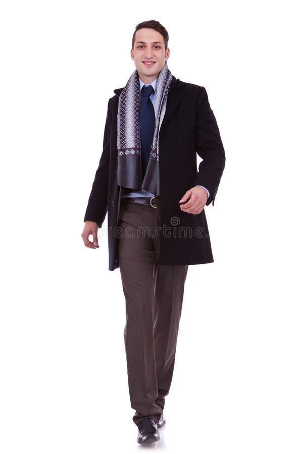 Geschäftsmann, der vorwärts geht stockbilder