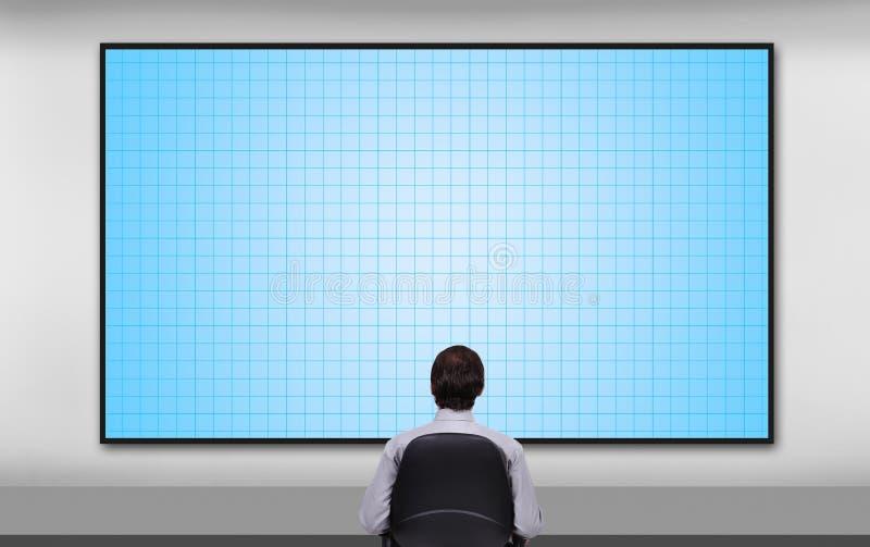 Geschäftsmann, der zum Plasmabildschirm schaut stock abbildung