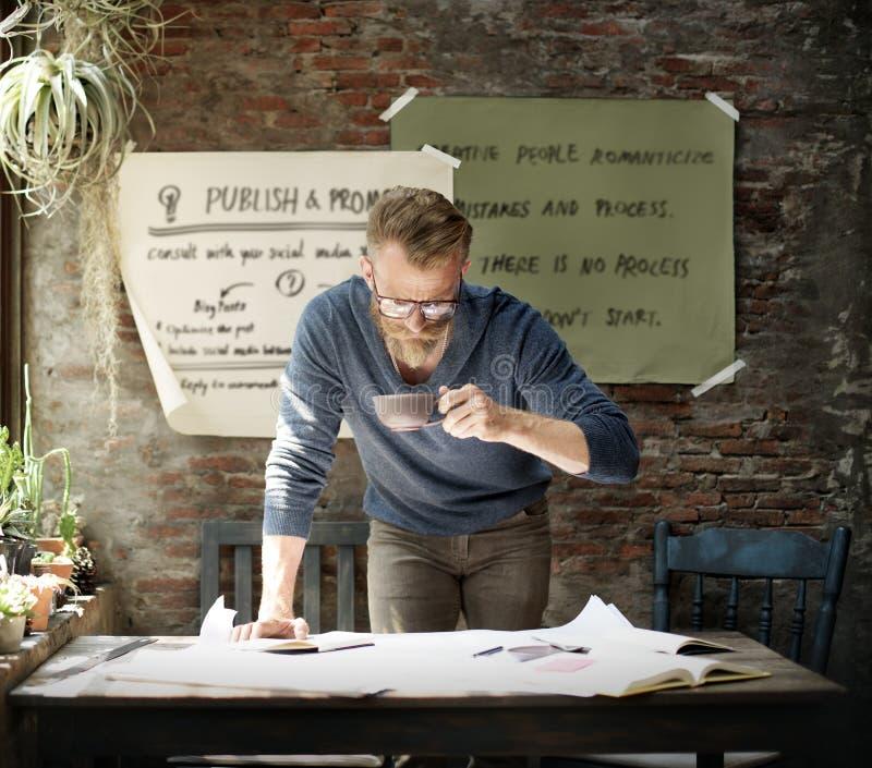 Geschäftsmann-Determine Ideas Working-Plan-Konzept stockbild