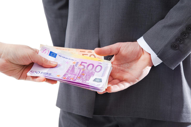 Geschäftsmann in einer Klage nimmt ein Bestechungsgeld an stockfotografie