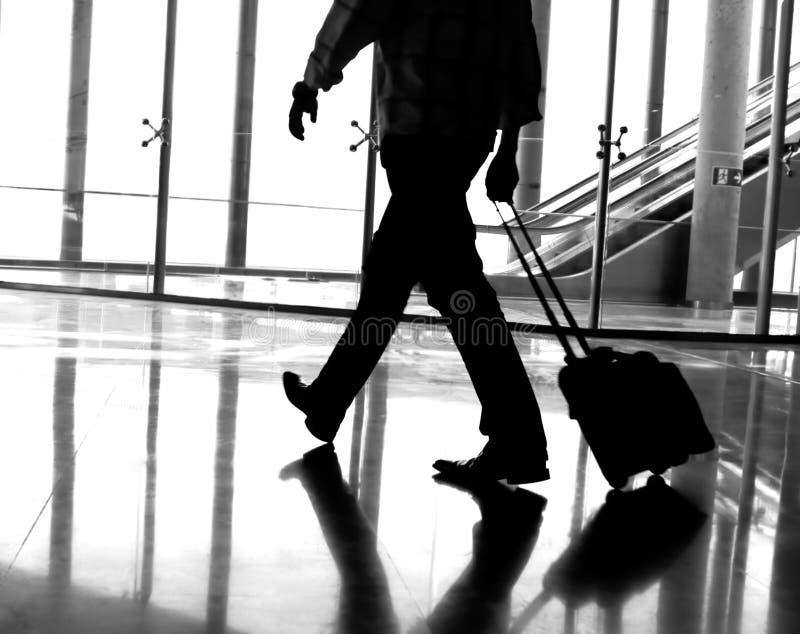 Geschäftsmann am Flughafen stockfoto