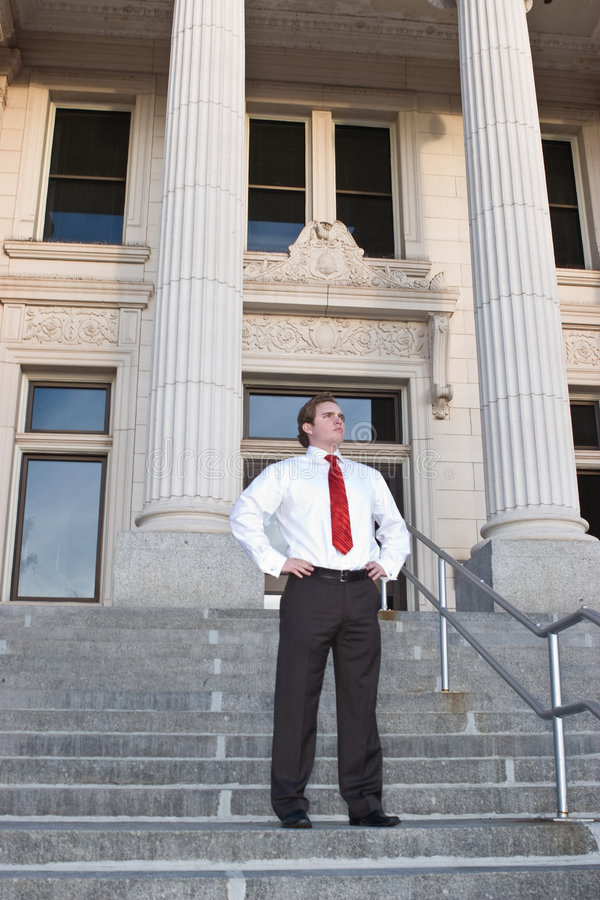 Geschäftsmann am Gericht stockfotografie