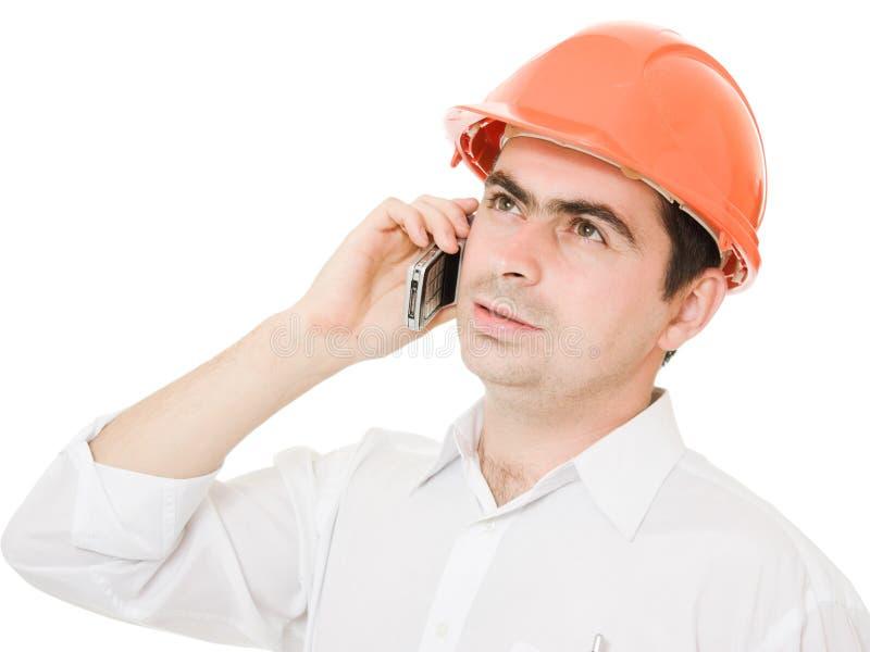 Geschäftsmann im Sturzhelm am Telefon. lizenzfreie stockfotografie
