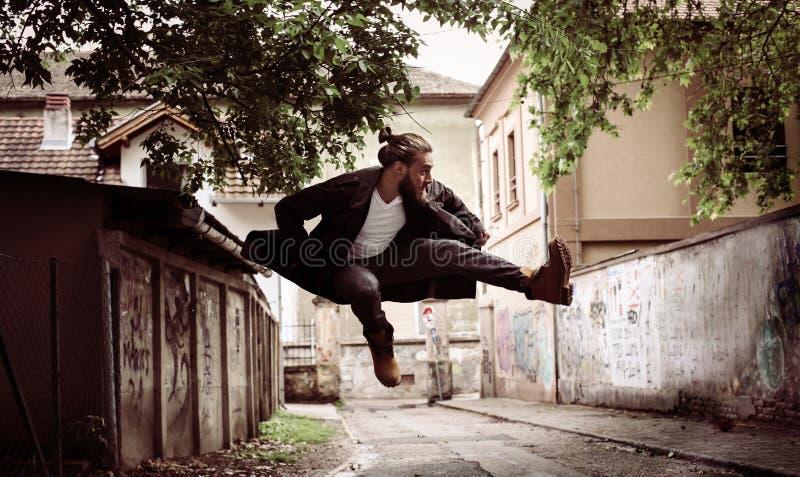 Geschäftsmann Jumping lizenzfreie stockfotos