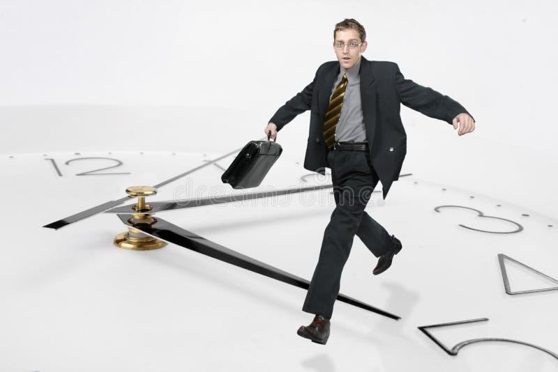 Geschäftsmann laufen gelassen durch das Ti lizenzfreie stockfotografie