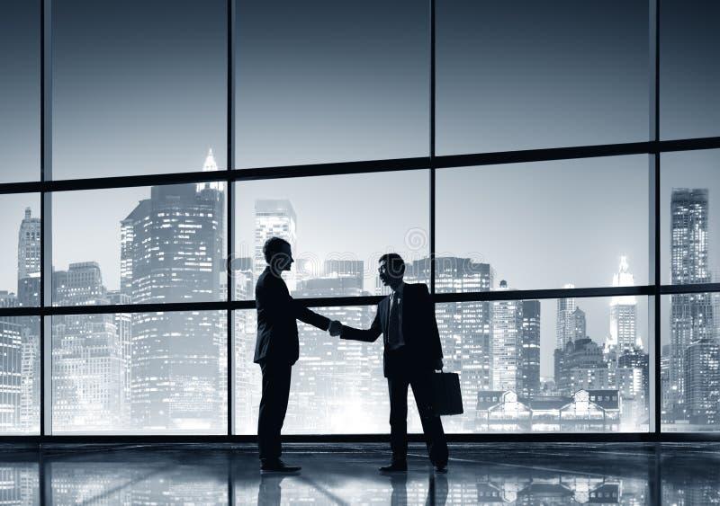 Geschäftsmann-Leute-Händedruck-Schattenbild-Konzept stockbilder