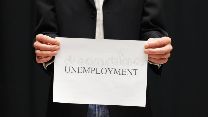 Geschäftsmann mit Arbeitslosigkeits-Zeichen lizenzfreie stockfotos