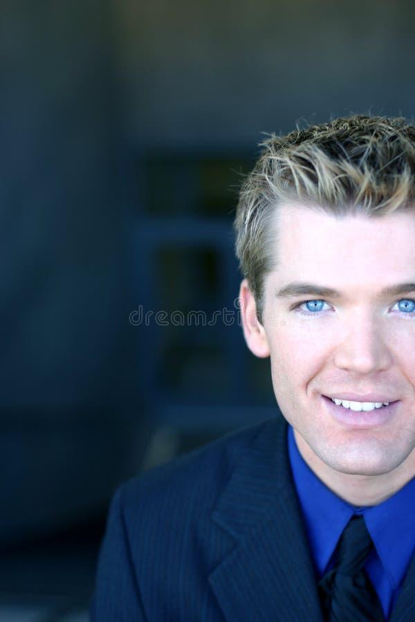 Geschäftsmann mit blauen Augen lizenzfreie stockbilder