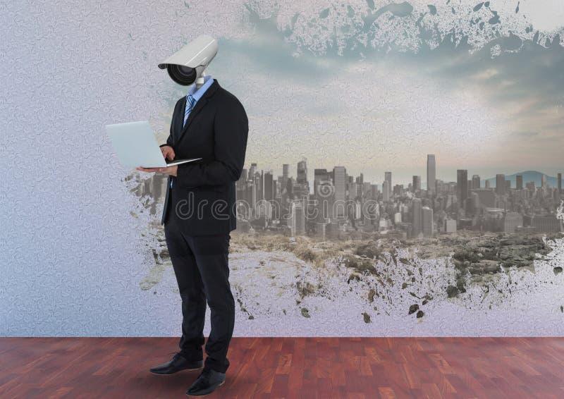 Geschäftsmann mit CCTV-Kopf im Büro mit Stadtskylinen stockfoto