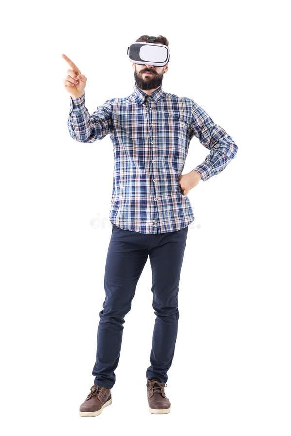 Geschäftsmann mit den Gläsern der virtuellen Realität, die Änderungs- oder Schlagschirmgeste tun lizenzfreies stockbild