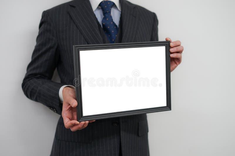 Geschäftsmann mit einem weißen Brett lizenzfreie stockfotos
