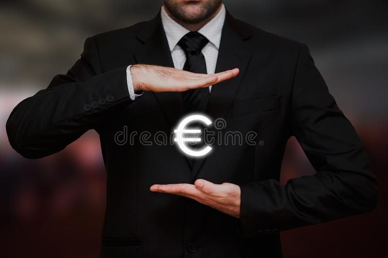 Geschäftsmann mit Eurosymbol lizenzfreie stockfotos