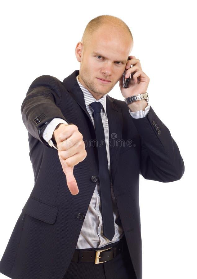 Geschäftsmann mit falschen Nachrichten auf seinem Handy lizenzfreies stockfoto