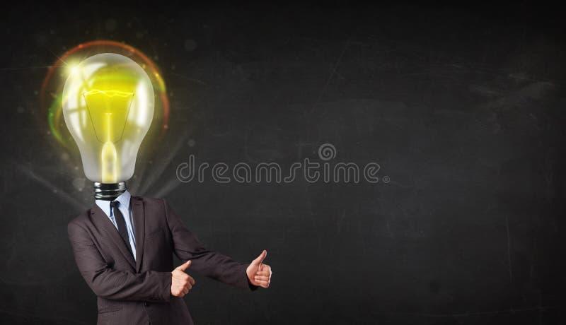 Geschäftsmann mit Glühlampekopfkonzept stockfoto