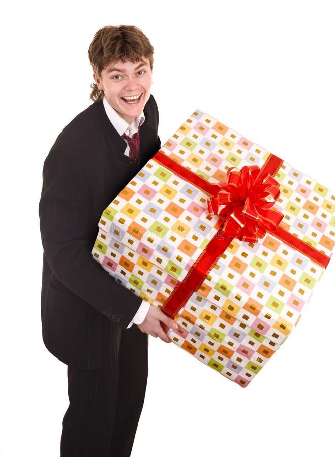 Geschäftsmann mit großem Geschenkkasten. stockbilder