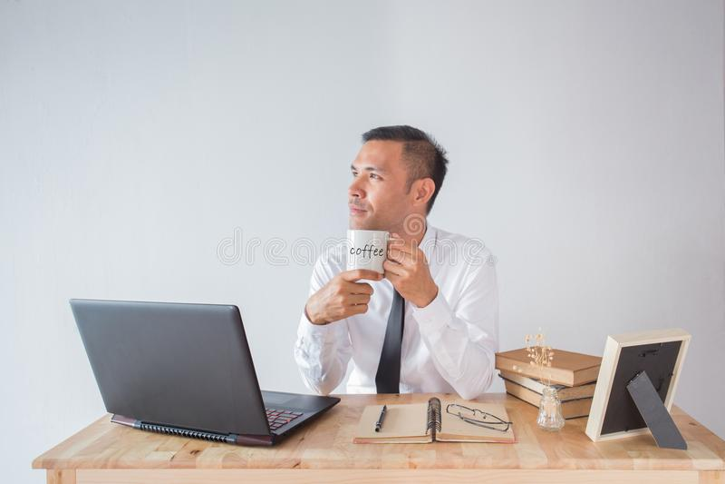 Geschäftsmann mit Kaffee stockfotos