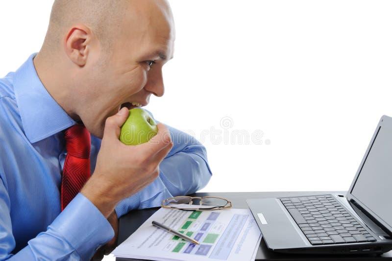 Geschäftsmann mit Laptop lizenzfreie stockfotografie