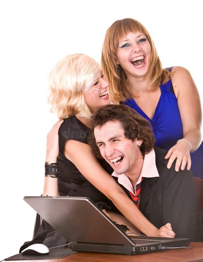 Geschäftsmann mit Laptop und Mädchen im Büro. stockbilder