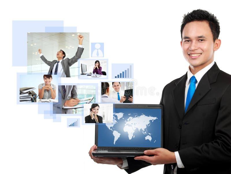 Geschäftsmann mit seinem Netzteam stockbilder