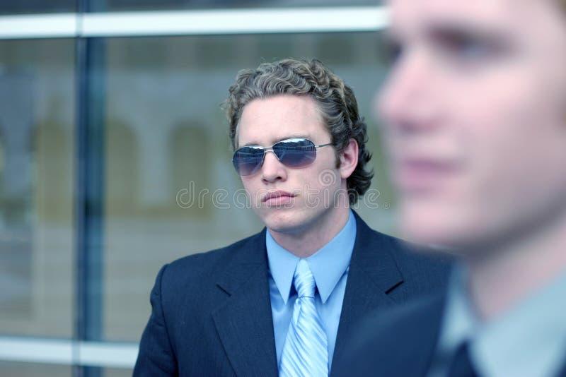 Geschäftsmann mit Sonnenbrillen 9 lizenzfreie stockfotografie