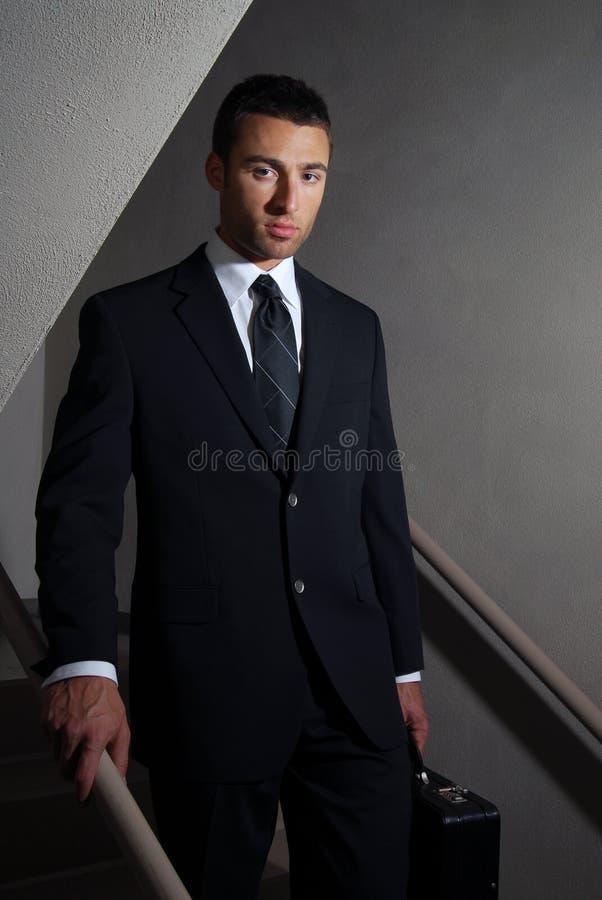 Geschäftsmann nach Arbeit stockbild