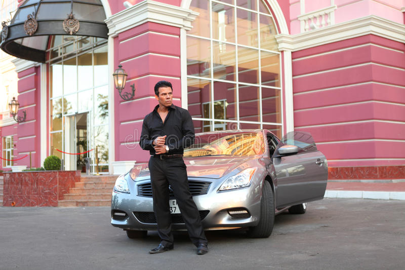 Geschäftsmann Near Luxury Car stockbilder
