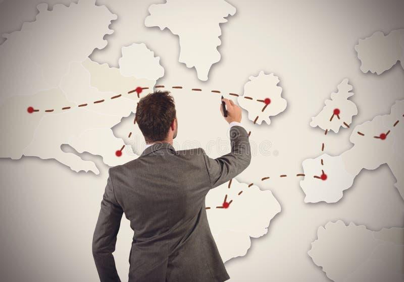 Geschäftsmann organisiert Marketingstrategie stockbild