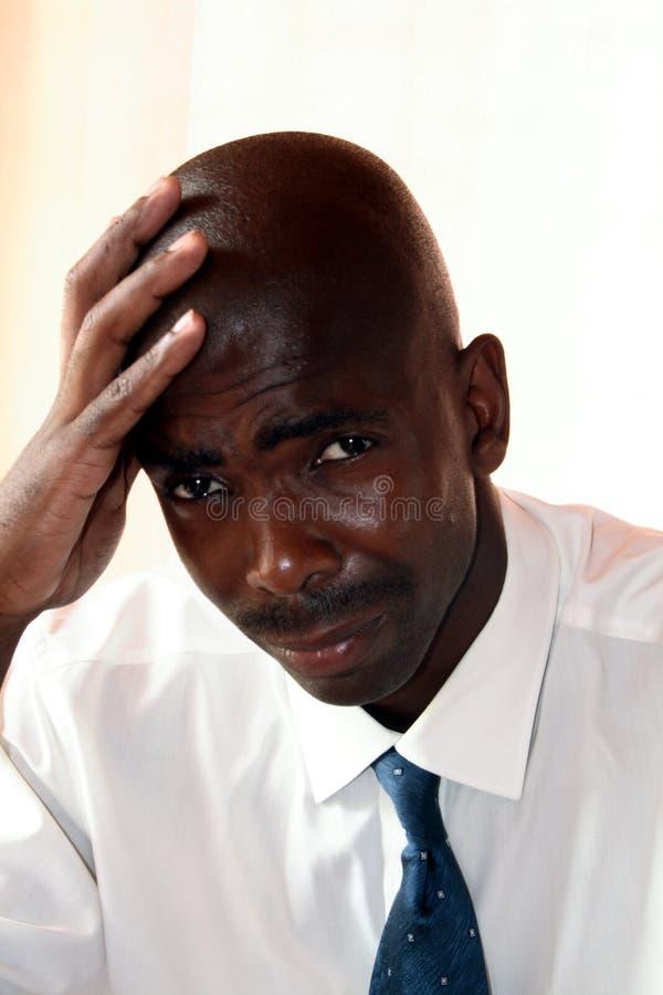 Geschäftsmann schaut traurig stockbild