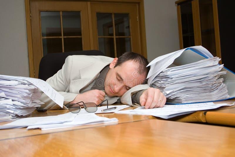 Geschäftsmann schlafend geglaubt stockfotos