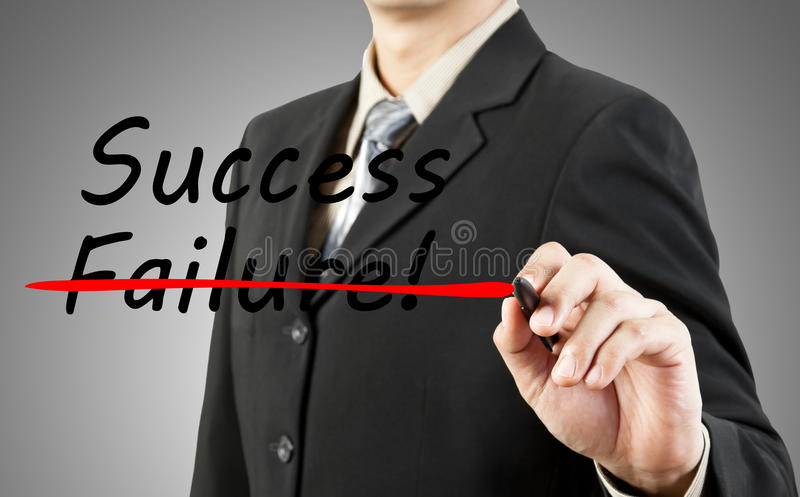 Geschäftsmann schreiben den Wort Erfolg und das failu lizenzfreies stockfoto