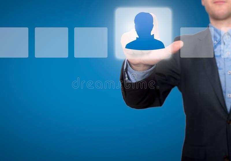 Geschäftsmann Touching Profile Button und tickendes Auswahlkästchen lizenzfreie stockfotos