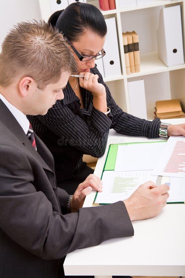 Geschäftsmann und Geschäftsfrau lizenzfreie stockbilder