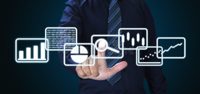 Geschäftsmann und großer Daten Analytics und Handelsnachrichten lizenzfreies stockfoto
