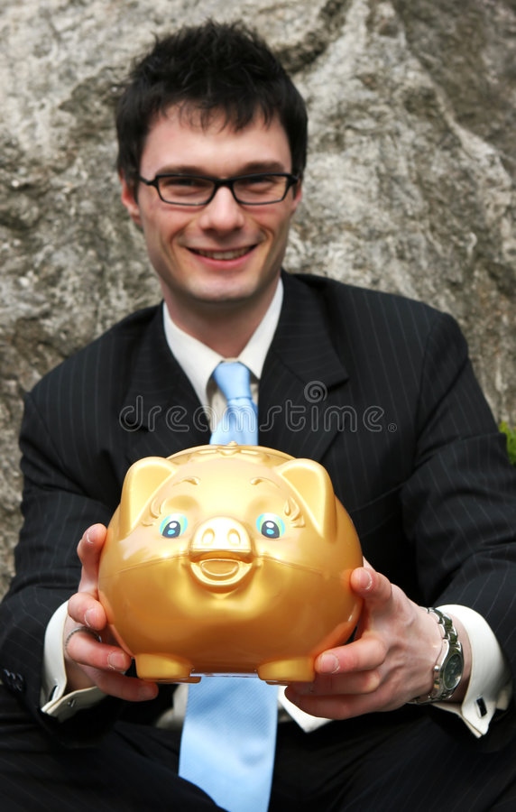 Geschäftsmann und piggy Querneigung. lizenzfreie stockfotos