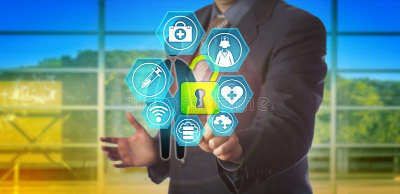 Geschäftsmann Unlocking Healthcare Data des Angestellten lizenzfreie stockfotos