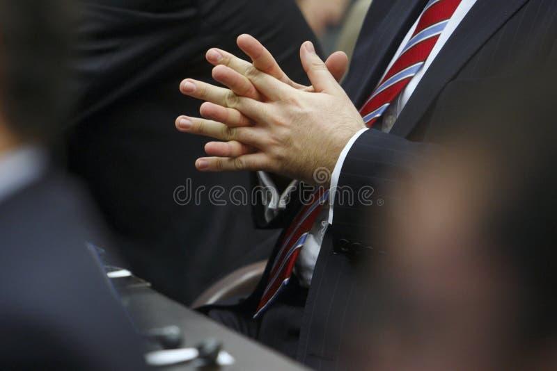 Geschäftsmann während einer Sitzung lizenzfreie stockfotos