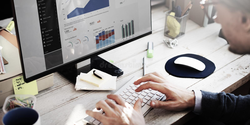 Geschäftsmann-Working Dashboard Strategy-Forschungs-Konzept stockfotos