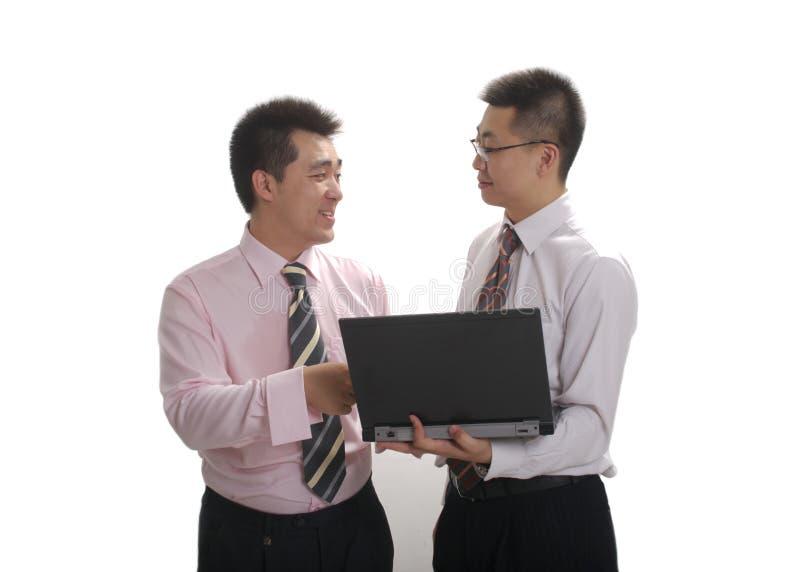 Geschäftsmann zwei mit Laptop lizenzfreies stockfoto